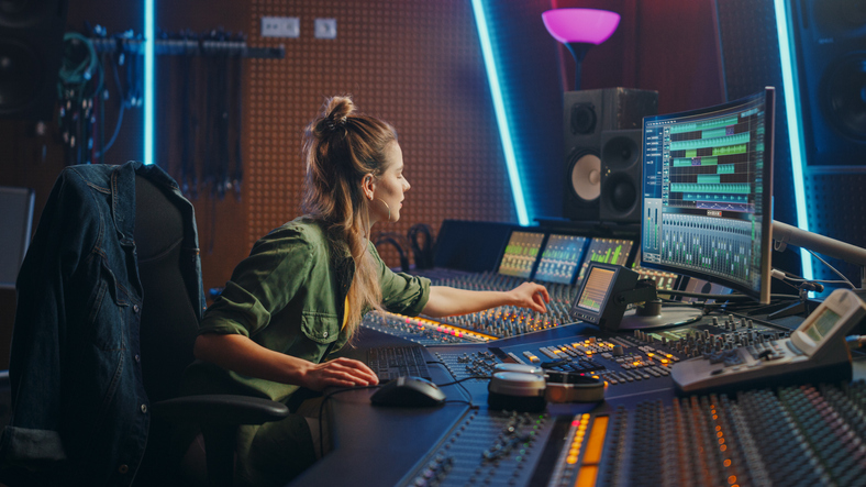 Jennifer-in-Killerspots-jingle-studio